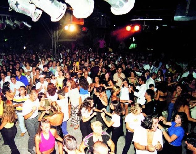 http://www.ragusanews.com//immagini_articoli/24-02-2014/la-croce-rossa-di-ragusa-va-in-discoteca-500.jpg