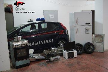 https://www.ragusanews.com//immagini_articoli/24-02-2018/marina-ragusa-recuperata-refurtiva-proveniente-appartamenti-240.jpg
