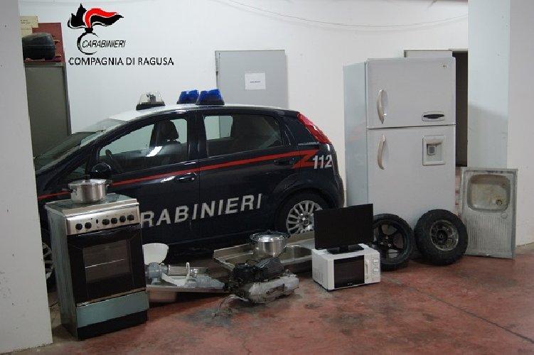 https://www.ragusanews.com//immagini_articoli/24-02-2018/marina-ragusa-recuperata-refurtiva-proveniente-appartamenti-500.jpg