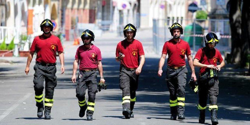 https://www.ragusanews.com//immagini_articoli/24-02-2019/concorso-vigili-fuoco-1700-assunzioni-basta-patente-500.jpg