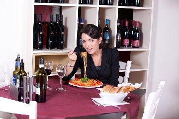 https://www.ragusanews.com//immagini_articoli/24-02-2020/dieta-8-errori-che-ci-fanno-ingrassare-senza-saperlo-240.jpg