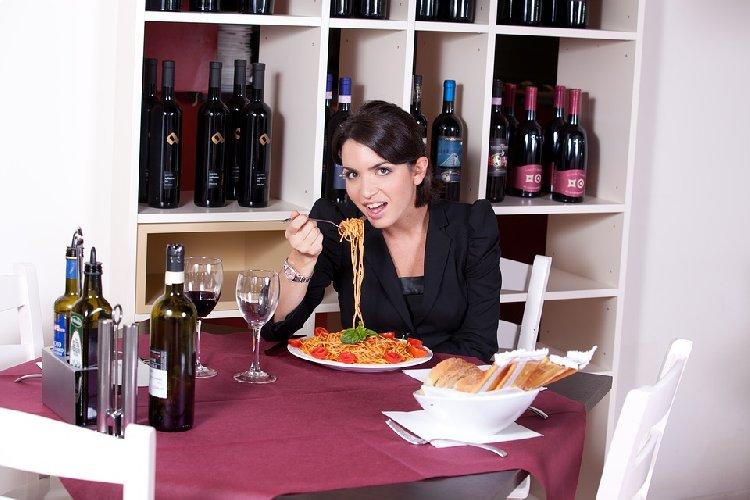 https://www.ragusanews.com//immagini_articoli/24-02-2020/dieta-8-errori-che-ci-fanno-ingrassare-senza-saperlo-500.jpg