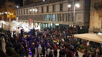 https://www.ragusanews.com//immagini_articoli/24-02-2020/rivive-il-centro-storico-con-ragusa-choco-festival-240.jpg