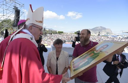 https://www.ragusanews.com//immagini_articoli/24-02-2021/papa-francesco-forse-torna-in-sicilia-il-9-maggio-ad-agrigento-280.jpg
