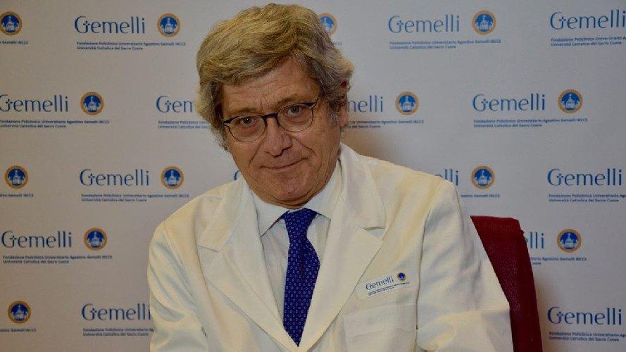 https://www.ragusanews.com//immagini_articoli/24-02-2021/roberto-bernabei-nuovo-medico-personale-di-papa-francesco-500.jpg