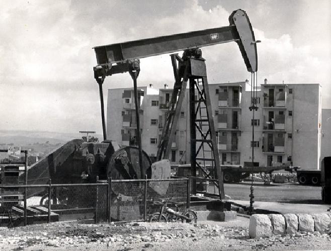 http://www.ragusanews.com//immagini_articoli/24-03-2014/eni-la-giunta-piccitto-pronta-a-trattare-sul-petrolio-secco-il-no-dei-cinque-stelle-al-consiglio-500.jpg