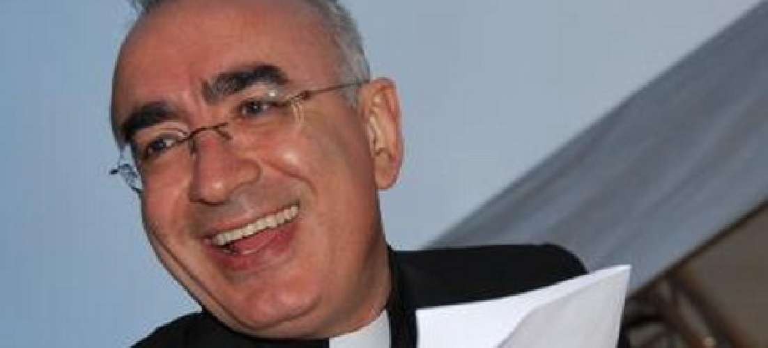 http://www.ragusanews.com//immagini_articoli/24-03-2015/esorcismo-il-vescovo-di-noto-travolto-dalle-polemiche-replica-500.jpg