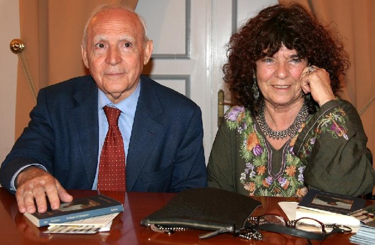 http://www.ragusanews.com//immagini_articoli/24-03-2015/la-scrittrice-maria-attanasio-a-scicli-500.jpg