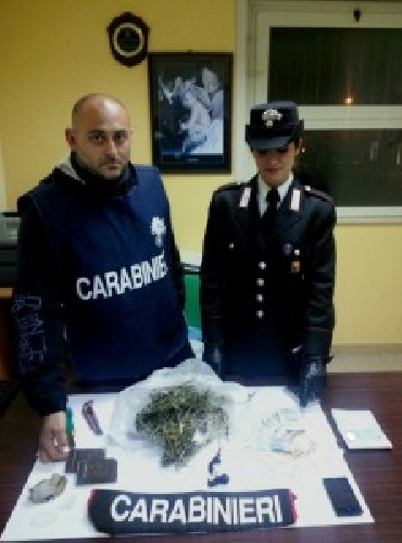 http://www.ragusanews.com//immagini_articoli/24-03-2015/minimarket-della-droga-a-santa-croce-500.jpg