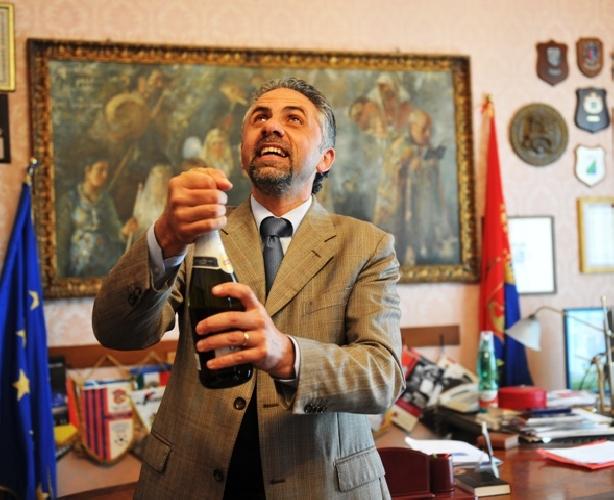 http://www.ragusanews.com//immagini_articoli/24-03-2016/il-sindaco-ci-ha-promesso-la-scuola-ma-la-scuola-dov-e-500.jpg