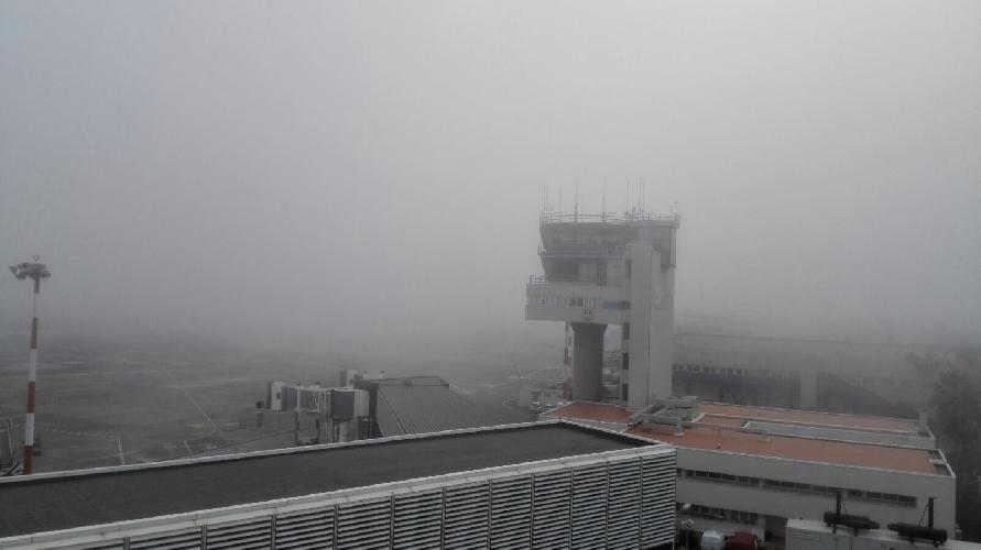 http://www.ragusanews.com//immagini_articoli/24-03-2017/aeroporto-catania-chiuso-nebbia-voli-dirottati-comiso-500.jpg
