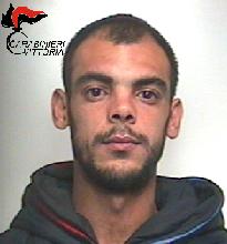 http://www.ragusanews.com//immagini_articoli/24-03-2017/passeggio-pregiudicato-arrestato-mario-procida-220.png