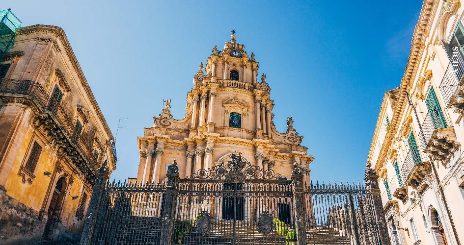 https://www.ragusanews.com//immagini_articoli/24-03-2017/protocollo-comune-diocesi-apertura-chiese-500.jpg