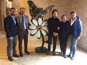http://www.ragusanews.com//immagini_articoli/24-03-2017/scultura-sergio-cimbali-casa-farfalle-220.jpg