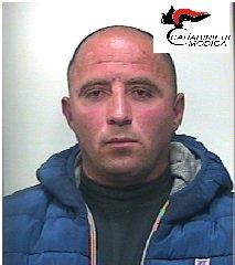 https://www.ragusanews.com//immagini_articoli/24-03-2018/modica-mezzo-marijuana-botola-arrestato-albanese-240.jpg