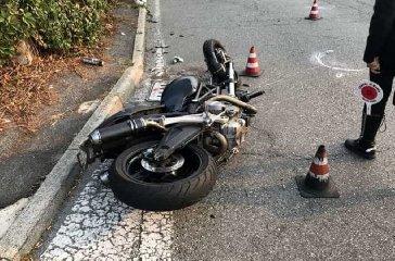 https://www.ragusanews.com//immagini_articoli/24-03-2019/incidente-quartiere-dente-motociclista-rischia-amputazione-gamba-240.jpg