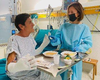https://www.ragusanews.com//immagini_articoli/24-03-2021/gianni-morandi-foto-in-ospedale-con-la-moglie-anna-280.jpg