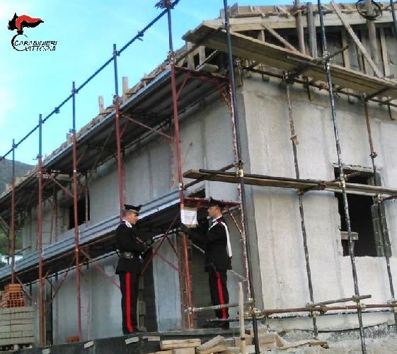 http://www.ragusanews.com//immagini_articoli/24-04-2017/cantieri-edili-sicuri-denunciati-titolari-imprese-500.jpg