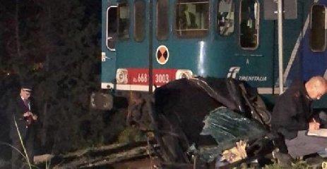 https://www.ragusanews.com//immagini_articoli/24-04-2019/auto-travolta-treno-morta-la-moglie-indagato-il-marito-240.jpg