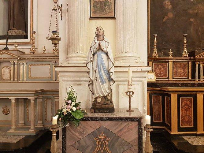 https://www.ragusanews.com//immagini_articoli/24-04-2019/la-statua-originale-madonna-di-lourdes-a-modica-500.jpg