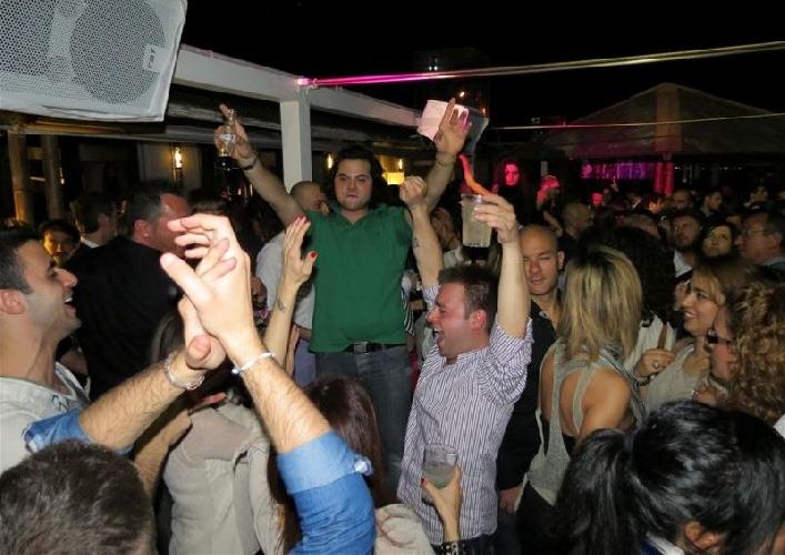http://www.ragusanews.com//immagini_articoli/24-05-2014/movida-il-sindaco-di-modica-spegniamo-la-musica-alle-2-di-notte-500.jpg