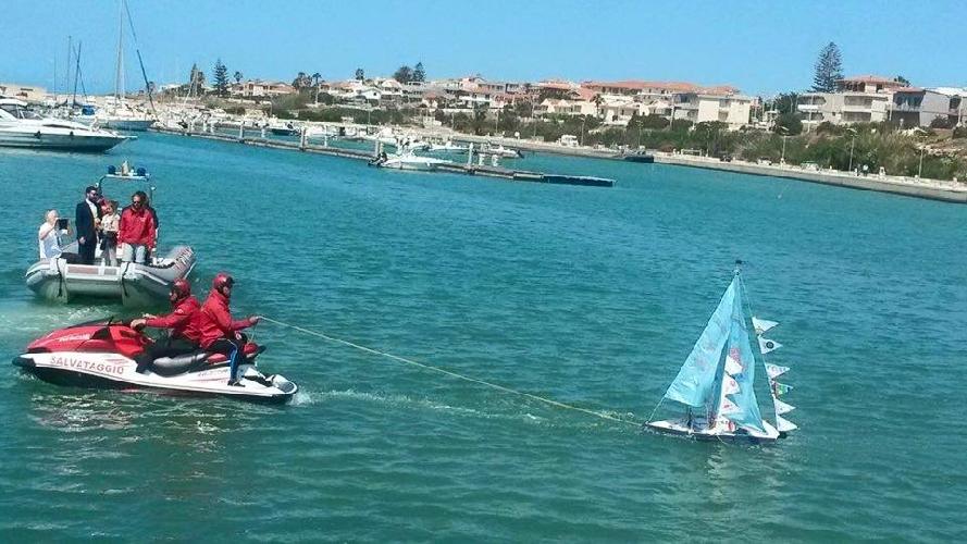 https://www.ragusanews.com//immagini_articoli/24-05-2016/l-arca-dei-pacifici-dal-porto-di-marina-500.jpg