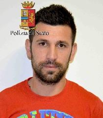 http://www.ragusanews.com//immagini_articoli/24-05-2017/furto-unabitazione-pedalino-arrestati-interdonato-andolina-240.jpg