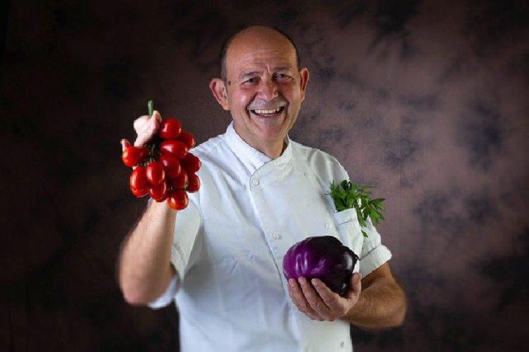 https://www.ragusanews.com//immagini_articoli/24-05-2018/chiamatemi-chef-500.jpg