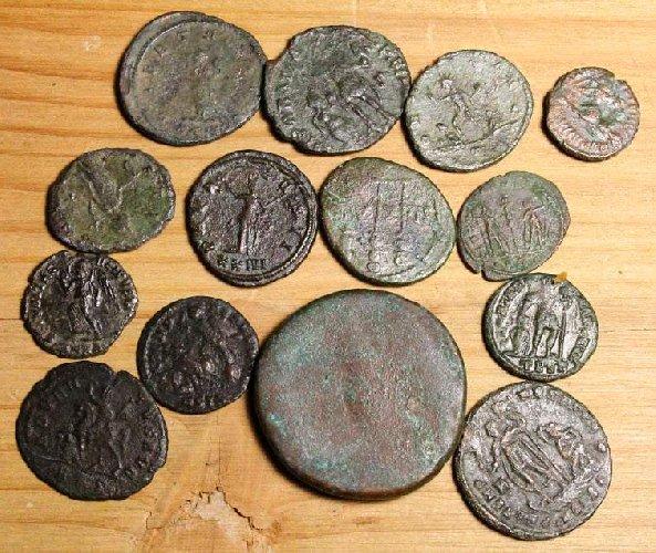 https://www.ragusanews.com//immagini_articoli/24-05-2018/lentini-trova-monete-padre-regala-guardia-finanza-500.jpg