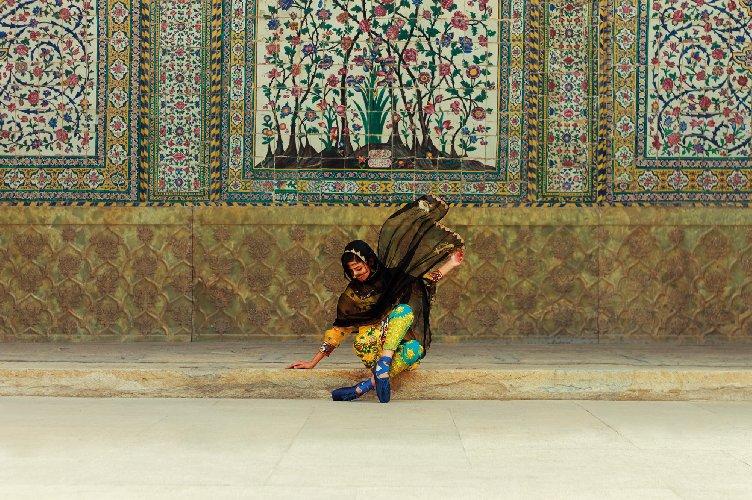 https://www.ragusanews.com//immagini_articoli/24-05-2019/donna-iraniana-racconta-donna-iraniana-a-modica-500.jpg