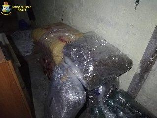 https://www.ragusanews.com//immagini_articoli/24-05-2019/due-vittoriesi-beccati-con-100-chili-di-droga-240.jpg