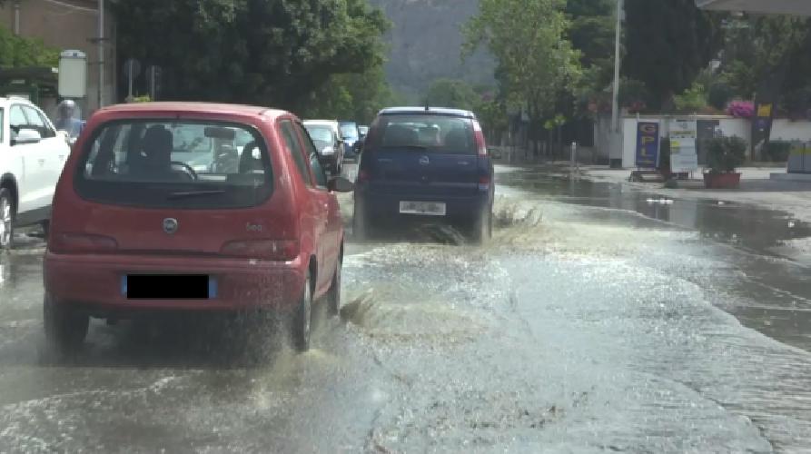 https://www.ragusanews.com//immagini_articoli/24-05-2019/in-sicilia-pioggia-fino-a-lunedi-avremo-un-estate-instabile-500.png