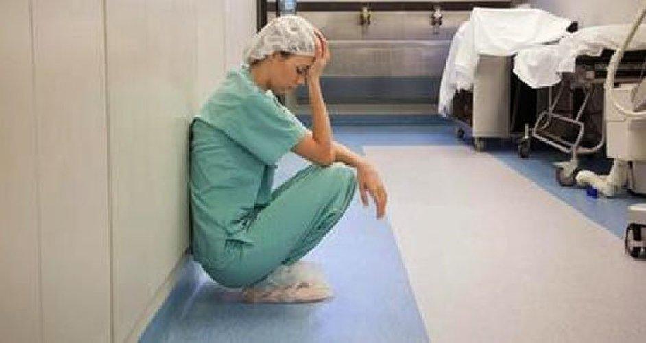 https://www.ragusanews.com//immagini_articoli/24-05-2019/infermiere-menato-l-assessore-razza-500.jpg