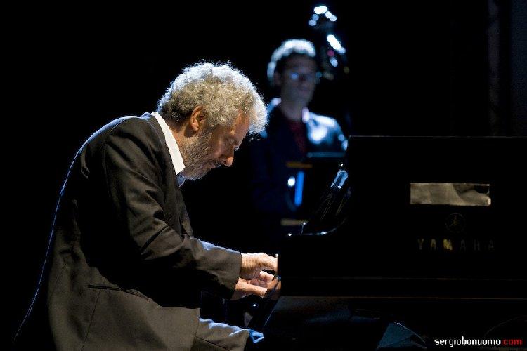 https://www.ragusanews.com//immagini_articoli/24-05-2019/nicola-piovani-in-concerto-a-ragusa-500.jpg
