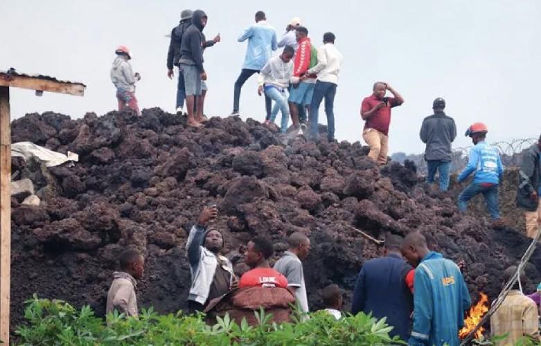 https://www.ragusanews.com//immagini_articoli/24-05-2021/esplode-vulcano-nyiragongo-in-congo-dispersi-centinaia-di-bambini-500.jpg