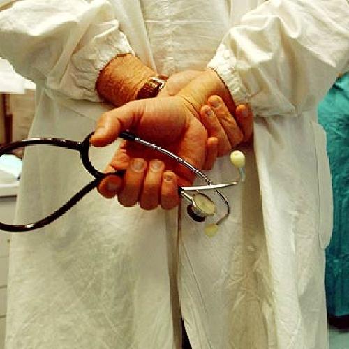 https://www.ragusanews.com//immagini_articoli/24-06-2011/morte-di-dario-bizzarra-4-medici-a-giudizio-500.jpg