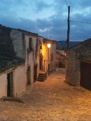 http://www.ragusanews.com//immagini_articoli/24-06-2017/giarratana-passeggiata-tramonto-240.jpg