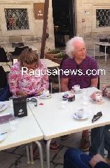 http://www.ragusanews.com//immagini_articoli/24-06-2017/luciano-benetton-vedova-missoni-relax-sudest-240.jpg