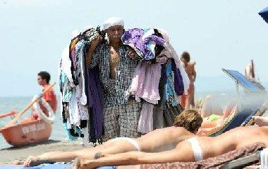 https://www.ragusanews.com//immagini_articoli/24-06-2018/sicilia-estate-senza-cumpra-spiaggia-240.jpg