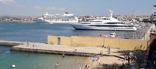 https://www.ragusanews.com//immagini_articoli/24-06-2018/trionfo-yacht-ortigia-240.jpg
