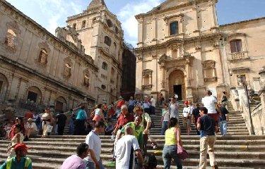 https://www.ragusanews.com//immagini_articoli/24-06-2019/bankitalia-in-sicilia-in-difficolta-anche-il-turismo-240.jpg