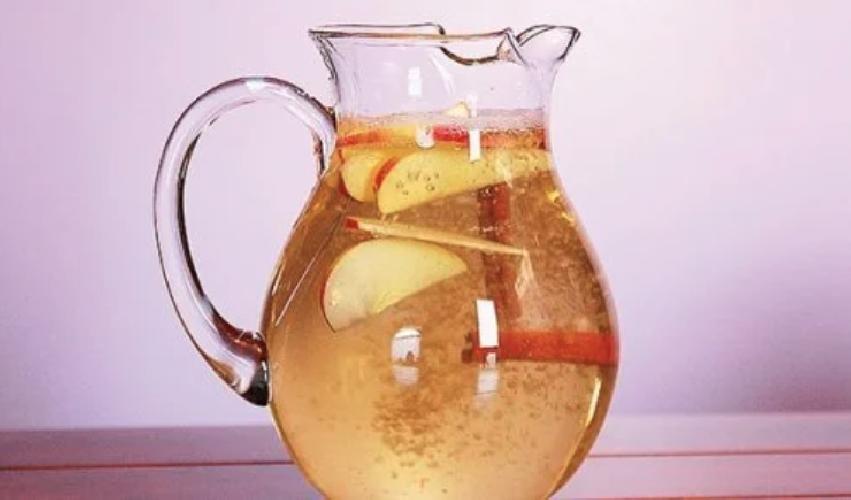 https://www.ragusanews.com//immagini_articoli/24-06-2019/dieta-acqua-bevi-l-acqua-mela-cannella-e-limone-per-perdere-peso-500.png