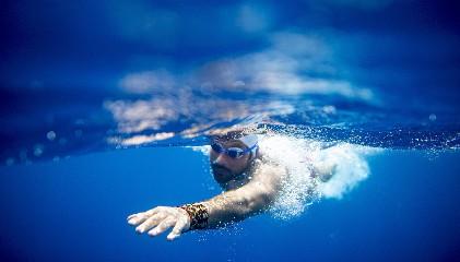 https://www.ragusanews.com//immagini_articoli/24-06-2020/dalla-sicilia-a-malta-a-nuoto-un-maltese-tenta-la-quinta-traversata-240.jpg