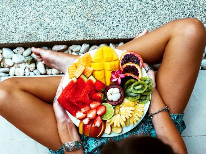 https://www.ragusanews.com//immagini_articoli/24-06-2020/dieta-gli-alimenti-che-favoriscono-l-abbronzatura-500.jpg