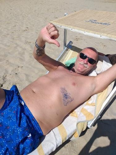 https://www.ragusanews.com//immagini_articoli/24-06-2021/covid-ettore-torna-con-la-sicilia-tatuata-addosso-grazie-ancora-500.jpg
