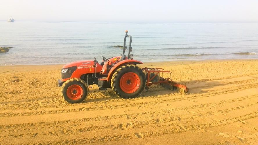 https://www.ragusanews.com//immagini_articoli/24-07-2014/una-ferrari-in-spiaggia-per-arare-500.jpg