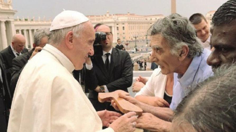 http://www.ragusanews.com//immagini_articoli/24-07-2017/alfio-nicolosi-papa-francesco-500.jpg