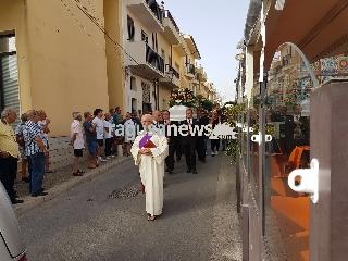 http://www.ragusanews.com//immagini_articoli/24-07-2017/celebrati-funerali-gianni-macchiavello-240.jpg