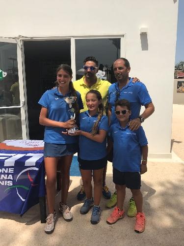 http://www.ragusanews.com//immagini_articoli/24-07-2017/giovani-tenniste-crescono-500.jpg