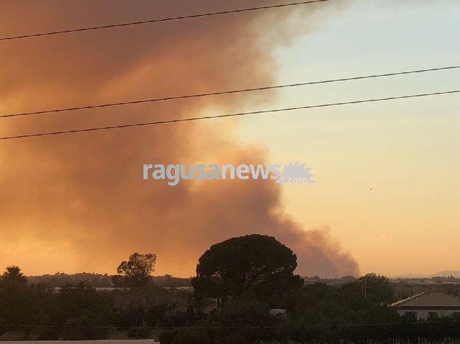 https://www.ragusanews.com//immagini_articoli/24-07-2018/acate-incendio-arrivati-canadair-situazione-migliora-video-500.jpg